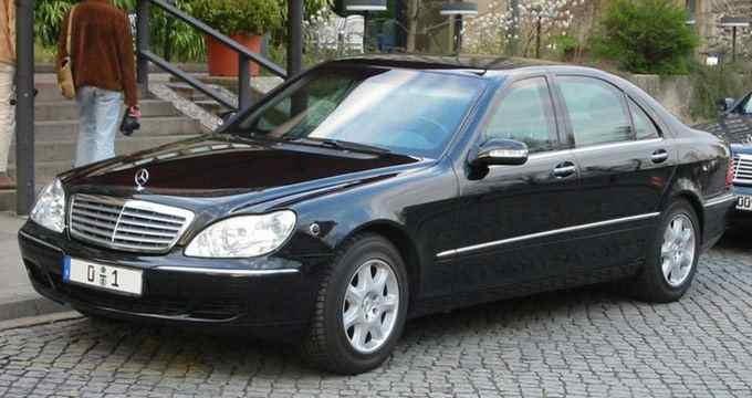 http://merlung.files.wordpress.com/2011/02/germany-mercedes-benz-s600-and-300.jpg